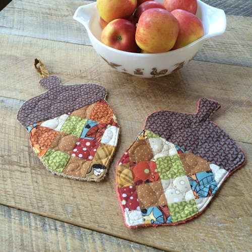 Learn to sew this super cute acorn pot holder which makes a perfect fall kitchen accessory.